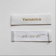 Factory Price Custom Woodclover satin weave label vertical stripe gold thread font