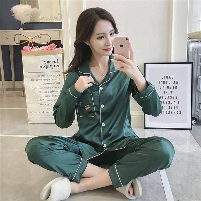 e173ae25a2 Simple Comfortable 2018 New Women Pyjamas Silk Long Tops Set Female Pajamas  Set NightSuit Sleepwear Sets