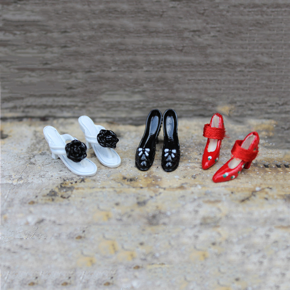 1/12 Dollhouse Miniature Accessories Mini Metal High Heels Simulation High-heeled Shoes  Model Toys For Doll House Decoration