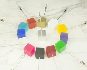 Image 3 - Lot 50 Pcs Memo Clips Cube Draad Houder Logo Custom Bruiloft Plaats Kaarthouder Promotie Gift Personaliseer Giveaway Freebie