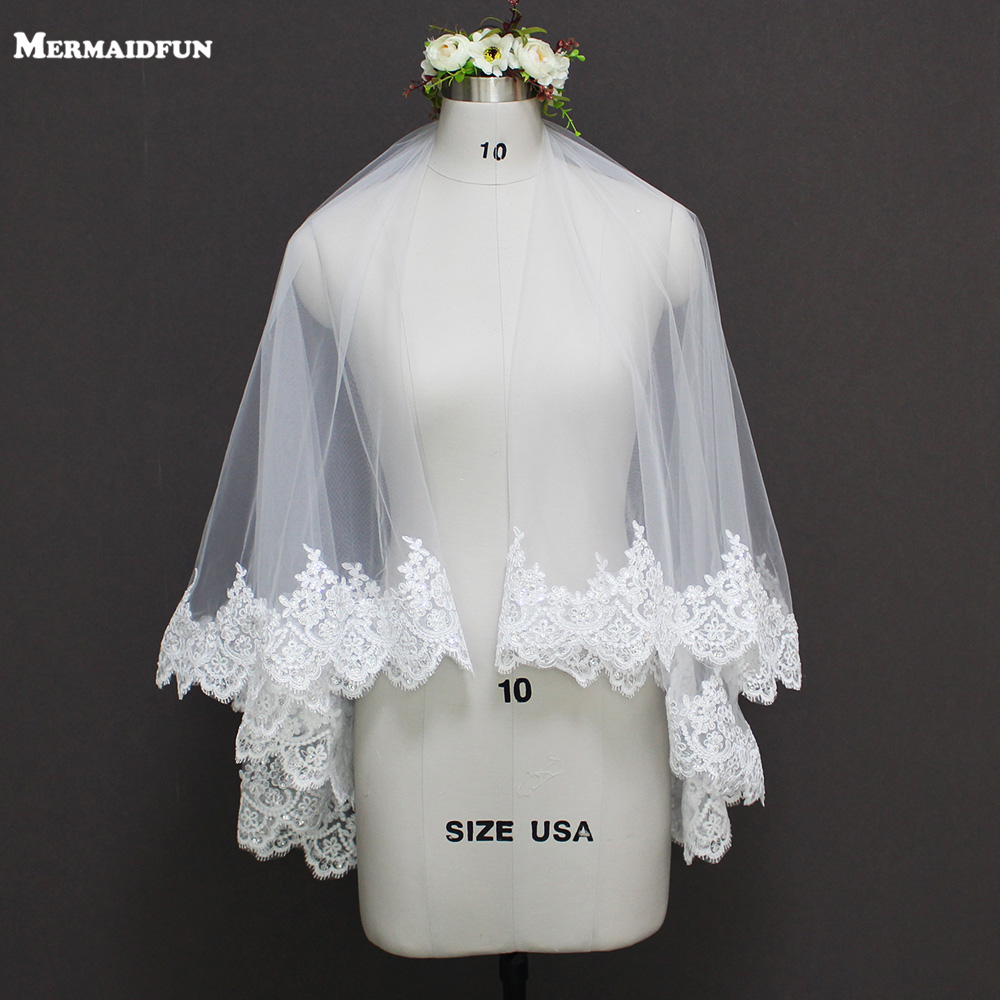 New Arrival Two Layers Lace Edge Short Wedding Veil with Comb