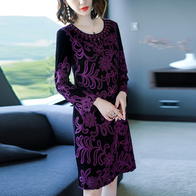Chinese traditional clothing women purple velvet dress winter vintage  floral embroidery elegant lady beautiful party dress M 4XL-in Dresses from  Women s ... 7e2fdcad7a40