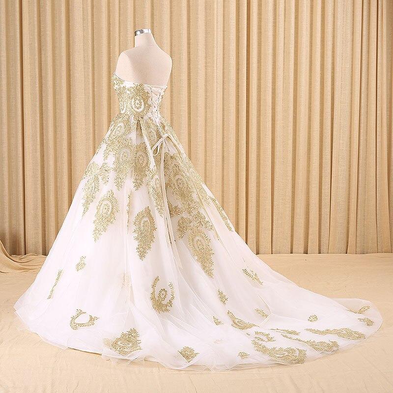vestido blanco y dorano de novia