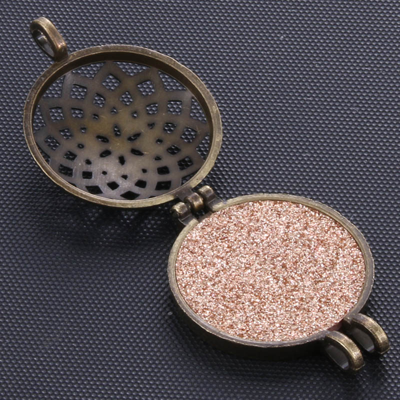Pattern shape Aroma Diffuser Necklace Bronze Lockets Pendant Perfume Essential Oil Aromatherapy Locket Necklace With Pads in Chain Necklaces from Jewelry Accessories