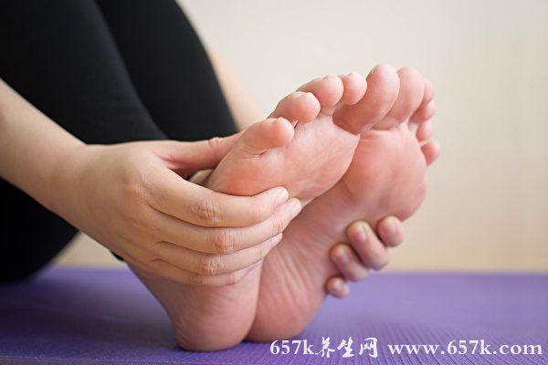 脚痛怎么办?医师教你3招脚步按摩方法