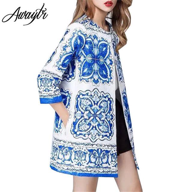 Awaytr 2017 Otoño Invierno Mujeres Trench Coat Casual Impresión de La Flor Azul Blanco Outwear Impresión de La Vendimia Floja Larga chaqueta de Punto de Algodón