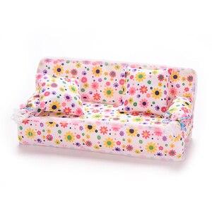 Image 5 - 1 компл. Милый Миниатюрный Кукольный дом мебель цветок ткань диван с 2 подушки для куклы детский игровой дом игрушки