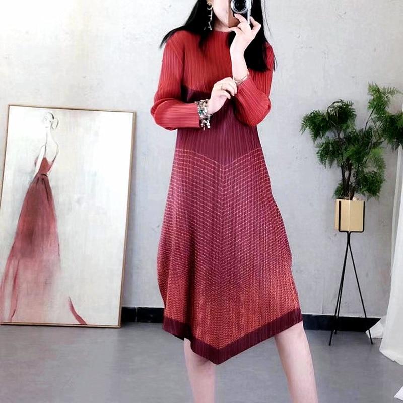 Miyak Changpleat 2019 wiosna nowy Stripe łączenie kobiet ubiera Miyak plisowana mody projekt jeden przycisk elastyczny pas damska sukienka fala w Suknie od Odzież damska na  Grupa 2