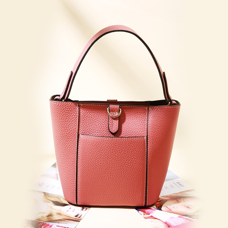 Womens new cross section leather handbags Korean version of the simple wild leather soft leather shoulder diagonal packageWomens new cross section leather handbags Korean version of the simple wild leather soft leather shoulder diagonal package