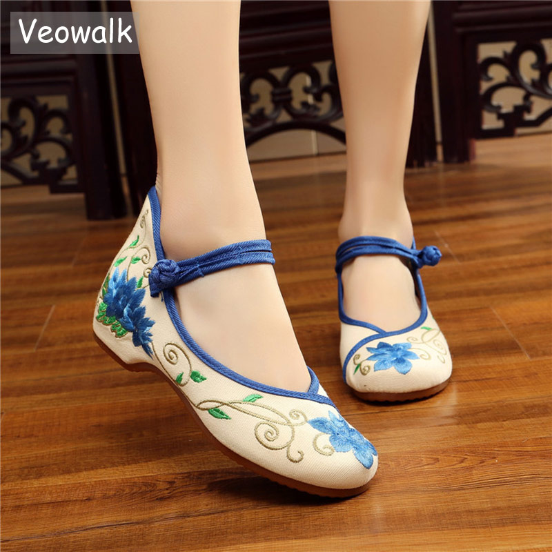цена на Veowalk NewWoemen's Canvas Embroidered Ballet Flats Mid Top Chinese Style Ladies Old Beijing Cloth Shoes ballerines femme