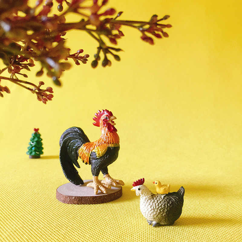 1 Pcs/cock/hen with chick /fantasy miniatures/lovely animals/fairy garden gnome/moss terrarium decor/crafts/bonsai//model/toy