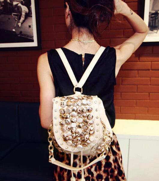 7bcc4bf387f 2017New mujeres bolso retro remache botones moda mochila informal cubo  borla sequined alta calidad pu cuero femenino bolso