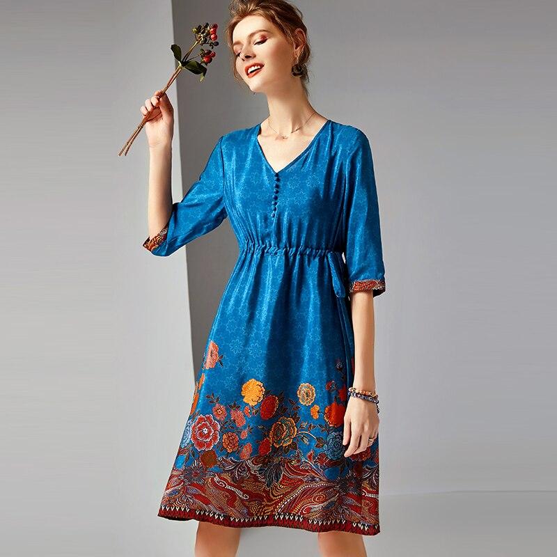 Kadın Giyim'ten Elbiseler'de 100% Ipek Elbise Kadın Baskılı Düğme Dekorasyon V Boyun Yarım Kollu Elbise Sınıf Kumaş Rahat Tarzı Yaz Yeni Moda 2019'da  Grup 1