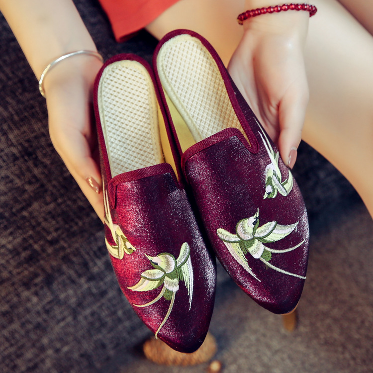 Clearance sale Spring Chinese style flower embroidery handmade women shoes embroidered fashion flats shoes for ladies 3 colors vintage embroidery women flats chinese floral canvas embroidered shoes national old beijing cloth single dance soft flats