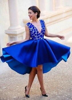 db03bd6c8 Azul real 2019 elegante vestidos de cóctel vestido con cuello en V de la longitud  de la rodilla sin espalda de encaje fiesta Plus tamaño vestidos de fiesta