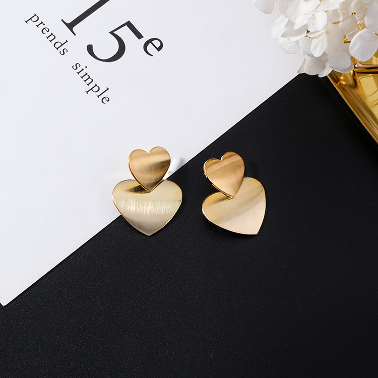 iMucci Chic Hyperbole European and American Personality Exaggerated Metal Golden Heart Shape Wind Earrings Accessories Gift