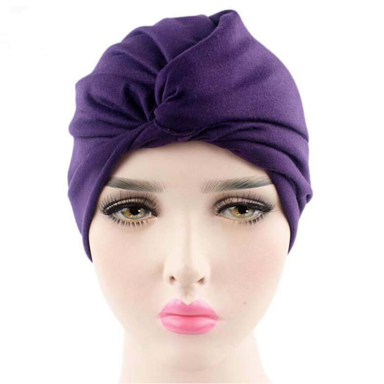 46be39559865 Модные женские шляпы тюрбан Шапки твист купол Шапки головной обруч в  европейском стиле Индии Шляпы Женщины шапочки Skullies для осени и весна