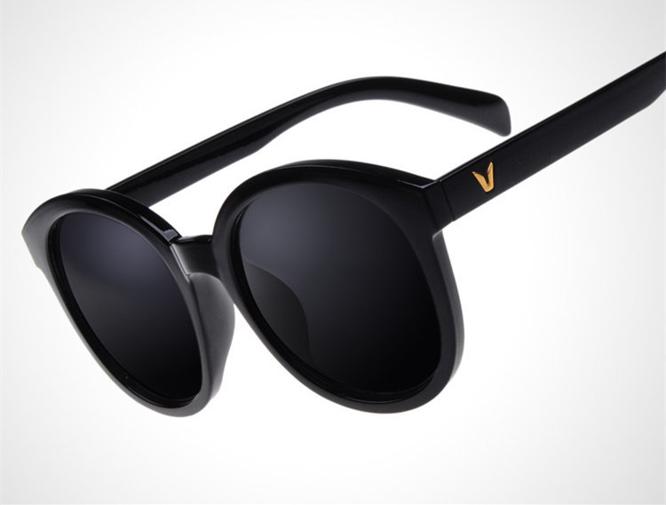 a23cf6850749 New Fashion V Logo Brand Sunglasses Women Designer Summer G15 Black Lens  Outdoor Sun Goggle Glasses Men Eyewear oculos de sol-in Sunglasses from  Apparel ...