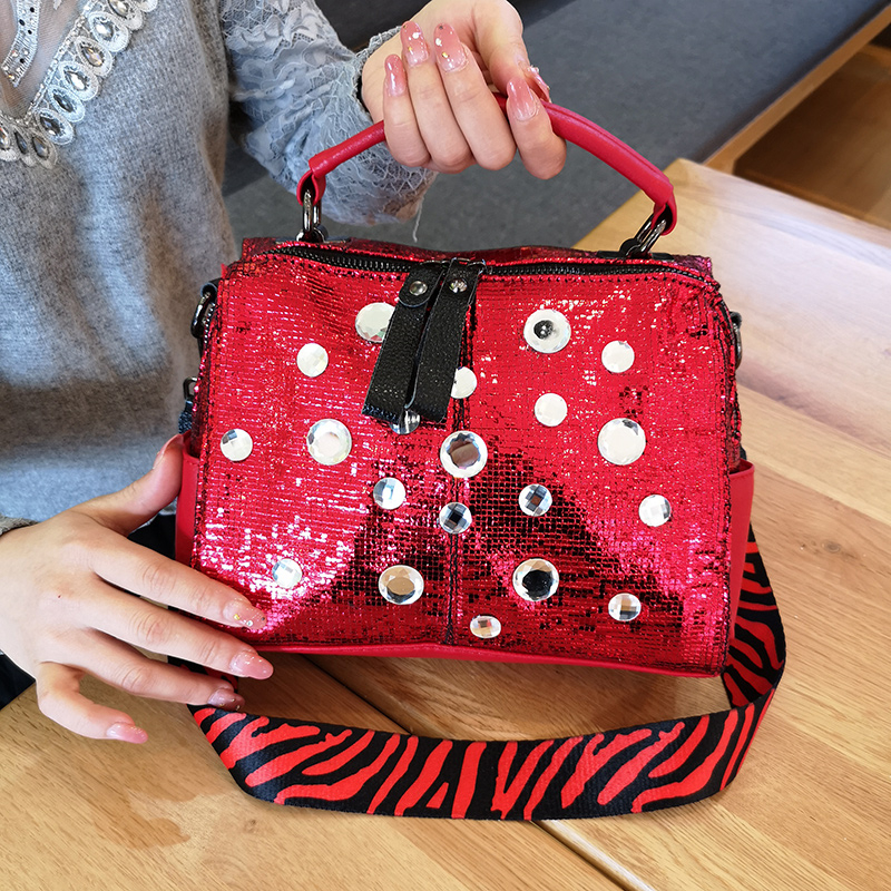 Women Totes Luxury Shoulder Bags Black Red Silver Crystal Women Glossy Leather Punk Handbags 2019 New Ladies Crossbody BagsWomen Totes Luxury Shoulder Bags Black Red Silver Crystal Women Glossy Leather Punk Handbags 2019 New Ladies Crossbody Bags