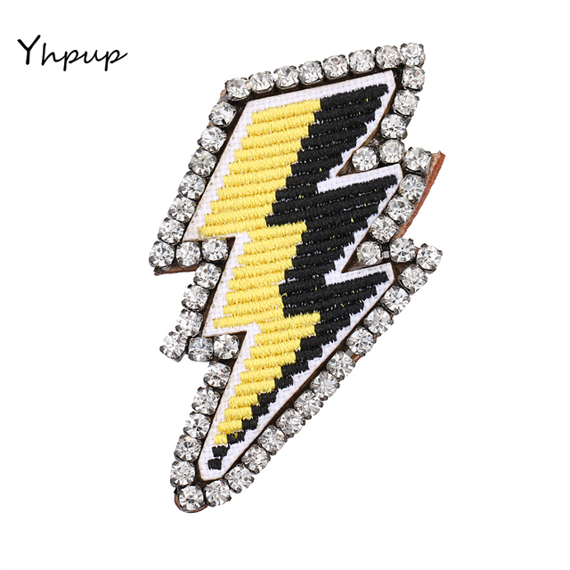 Yhpup Вышивка со стразами Гром Молния Броши Шпильки модные Талисманы знак одежда Интимные аксессуары