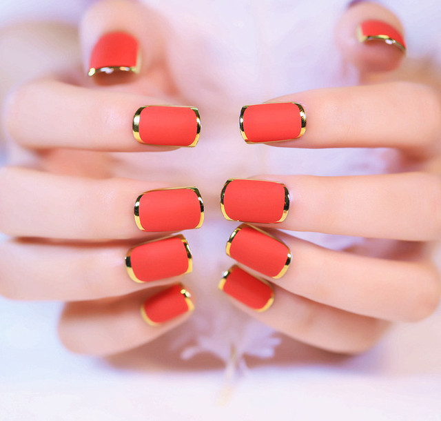 24pcs Set Red Gold Mashup Round Head Finished False Nails Rendering Design Fake
