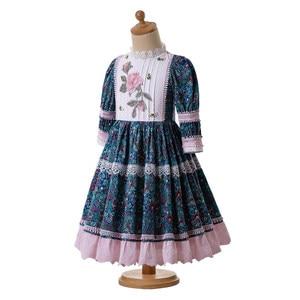 Image 2 - Pettigirl الأزرق الصغيرة الأزهار المطبوعة نقطة الدانتيل جميل س الرقبة حفل زفاف بالتواصل فساتين طويلة B469 (طول الفستان تحت الركبة)