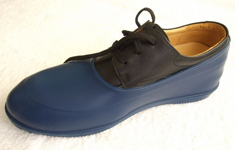 Galoshes for dress shoes