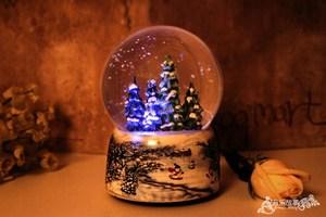Image 3 - Christmas Snow Globe Snow HouseคริสตัลบอลหมุนไฟควบคุมเสียงเพลงBoxปราสาทในSkyของขวัญวันเกิดสำหรับแฟน