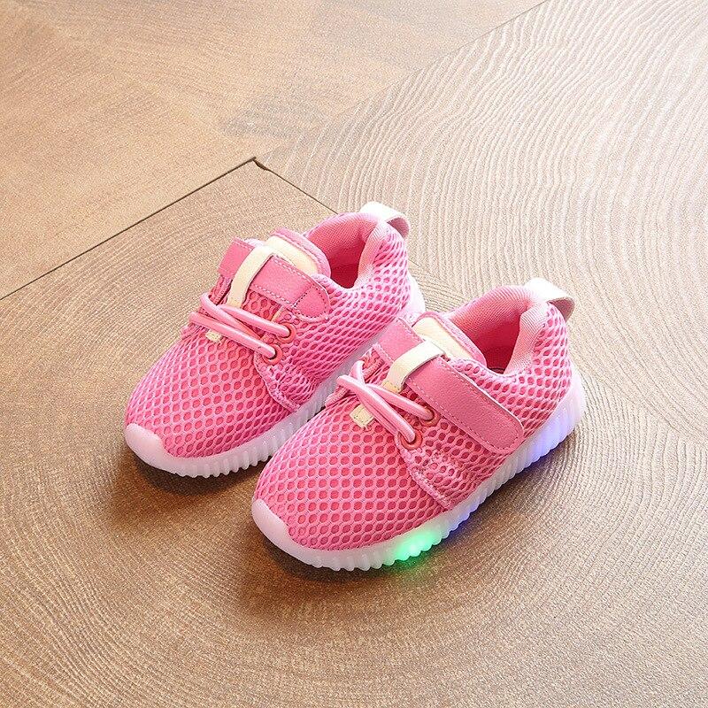 Chaussure Enfant niños zapatos primavera otoño nuevo Breather niños zapatos con luz niños Led luz Deporte Zapatos niñas zapatillas PU cuero bebé mocasines sandalias para bebé ahuecar hacia fuera zapatos de bebé Chaussure recién nacido con cordones sandalias de bebé niñas
