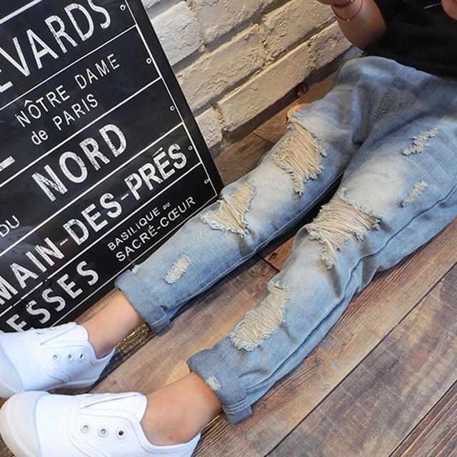 Niños Rotos Agujero Pantalones Pantalones 2016 Del Bebé Niños Niñas Pantalones Vaqueros de Algodón Pantalones de Los Niños Pantalones Casuales de Color Azul Claro