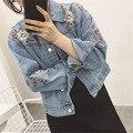 Nueva Chaqueta de Mezclilla de Las Mujeres 2016 Otoño Moda Flores Bordado Da Vuelta-abajo de Manga Larga Jeans Chaquetas Casual Abrigo Corto