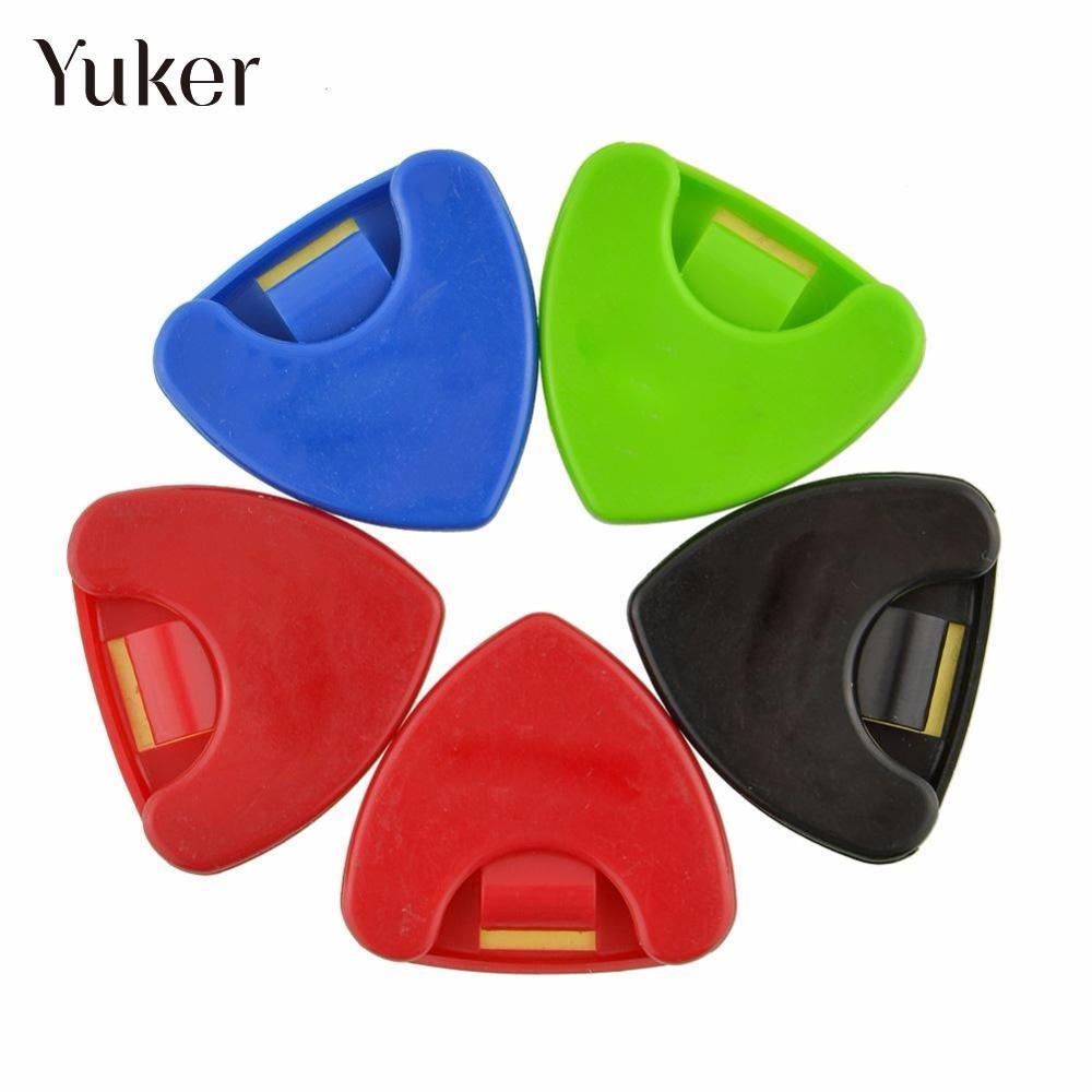 Yuker Colorful Plactic Guitar Bass Ukelele Pick Plectrum Holder Case Box Portable Heart Shape