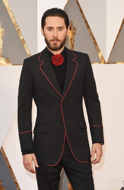 New Design Black Groom Tuxedos Groomsmen Mens Wedding Prom Suits 2017 Fashion Men Red Caeprt Tuxedos (Jacket+Pants+Tie)