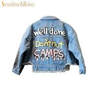 Thời trang cô gái jean áo khoác Thư Graffiti xe gắn máy áo khoác kids Trai coat toddler trai blazer denim áo trẻ em Mùa Xuân Mùa Thu