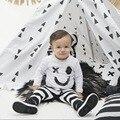 Primavera/Otoño Ropa de Bebé Niño 2 peices Set Del Bebé Fijado Ropa 100% de Algodón de Manga Larga Sonrisa Imprimir Pullover + Pantalones Rayados