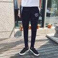 2016 chegada nova alta moda verão men casual skinny pant preto/marinho/cinza calças slim fit letra impressa hip hop sweatpant