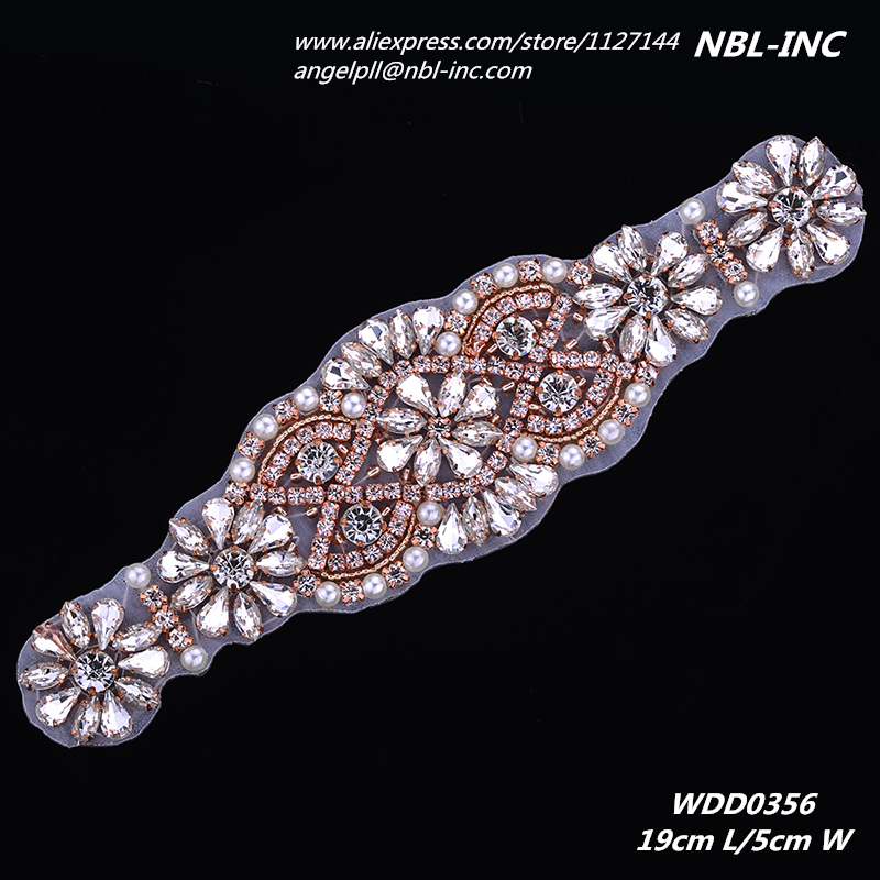 (30 ชิ้น) ขายส่งลูกปัดเย็บคริสตัล rhinestone applique เหล็กสำหรับชุดแต่งงาน sash WDD0356-ใน พลอยเทียม จาก บ้านและสวน บน   1