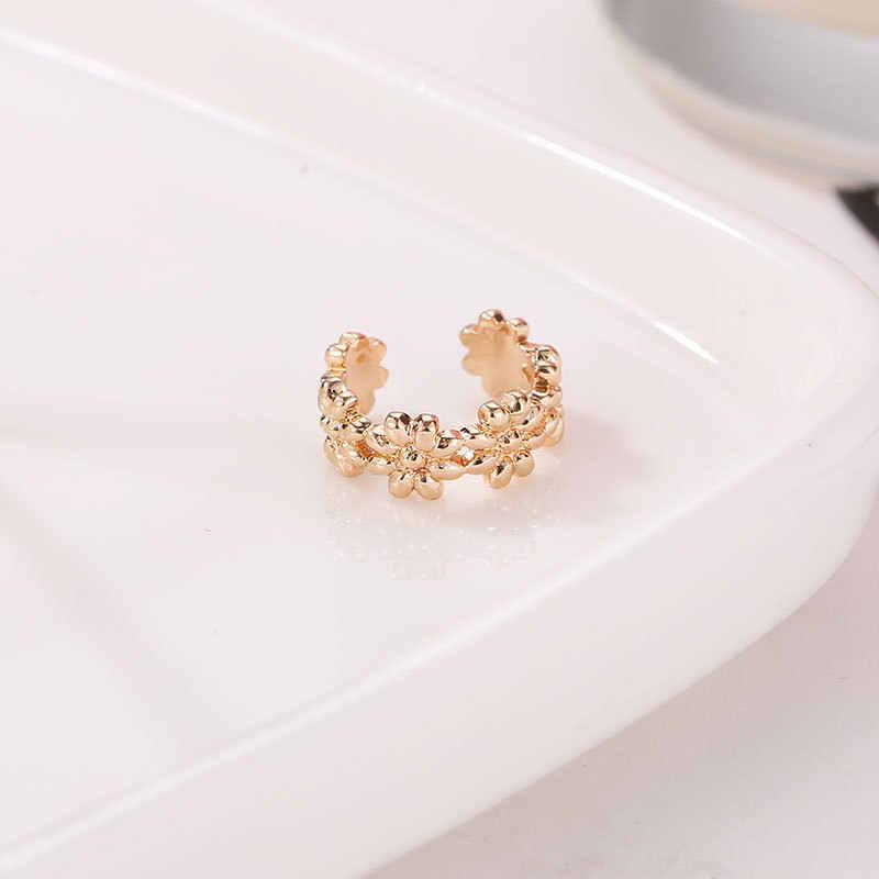 اليابانية بسيطة صغيرة الطازجة على شكل حرف U الصغيرة ديزي الزهور منحني قرط كبس الإناث الكورية المعادن حماية البيئة الأذن أقل