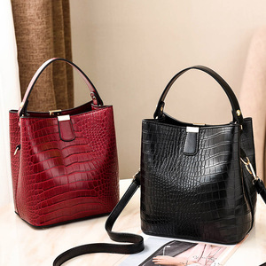 Image 2 - Large Capacity Bucket Bags Women Crocodile Pattern Handbag High Quality PU Leather Shoulder Messenger Bags Ladies Casual Totes