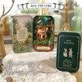 Floresta rhapsody Caixa do teatro DIY Mini casa de Bonecas Em Miniatura 3D Luzes Coloridas + caixa de Metal + Bonecas + suporte De Madeira + Decoração de móveis