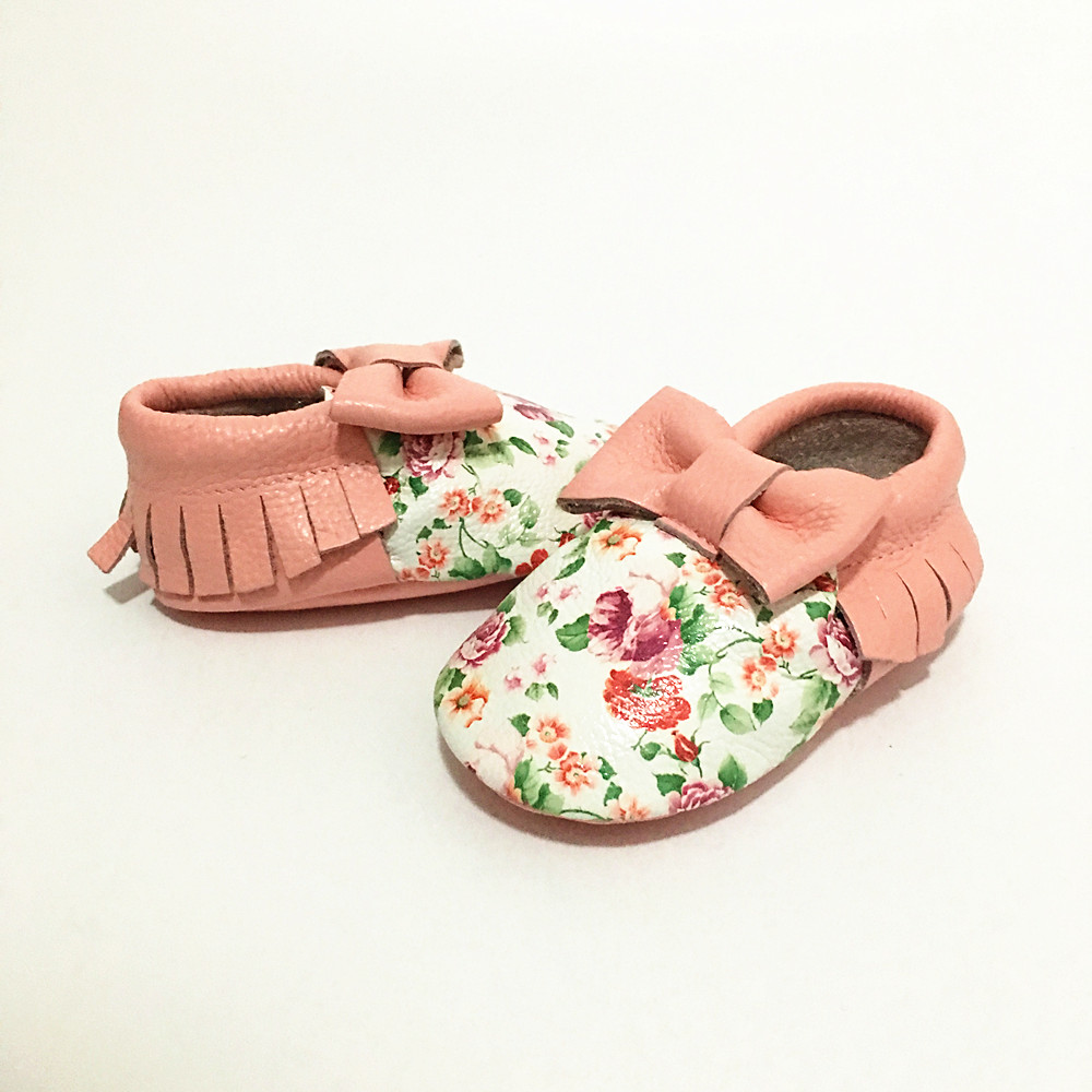 New First Walkers Genuine Leather Fringe and bow Baby Moccasins Baby Shoes Print Flowers Chaussure shoes Free shipping