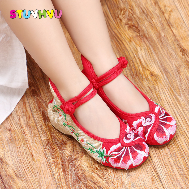 Children shoes canvas girls dance shoes 2018 autumn new chinese style  buckle kid girls flower embroidered 0cf5722ca6dc