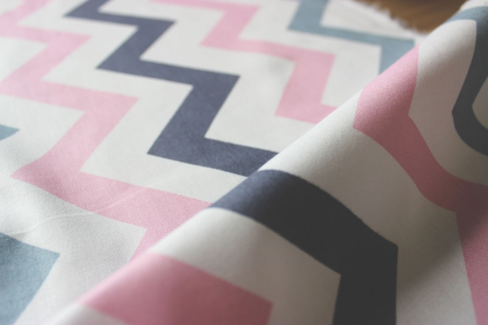 aa9e3146b Nuevo llegado Rosa onda extra ancho cama tela 235 cm textiles para el hogar  impreso suave tela del lecho del bebé 100% algodón libre libre