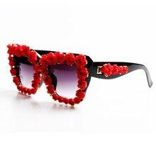49e9a5d47 العلامة التجارية مصمم 2017 النظارات الشمسية النساء الأحمر زهرة الباروك نمط  الفاخرة النظارات الشمسية للسيدات شاطئ الصيف نظارات