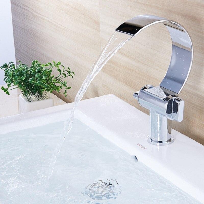 Unique européen salle de bains bassin robinet Unique trou grand coude évier mélangeur Double poignée cascade chaud et froid bassin mélangeur courbé