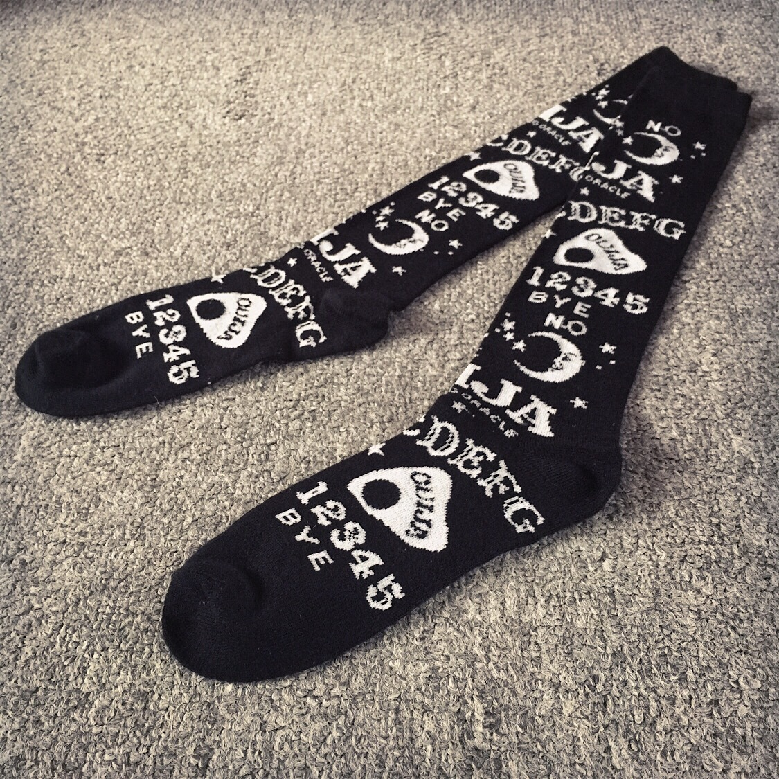 Funny English letters socks Knee-High moon and star black sock men women dress European style Comfortable cute happy sokken hot