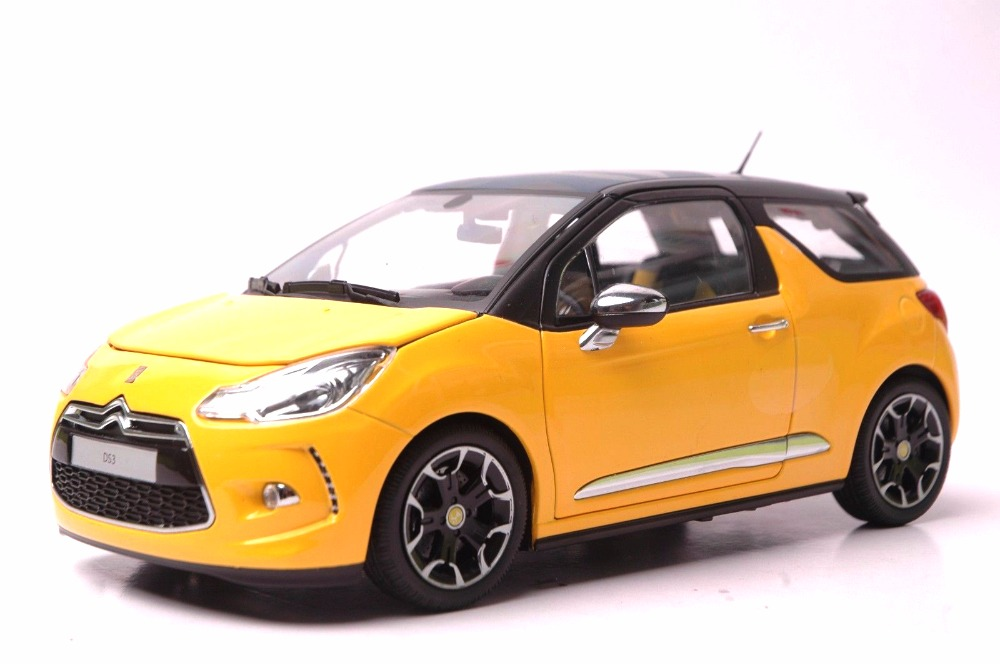 1:18 Diecast Model for Citroen DS3 2010 Yellow Hatchback Alloy Toy Car Miniature Collection Gift blue 2014 1 18 mazda 3 axela hatchback diecast model car mini model car kits 2 colors available limitied edition hatch back