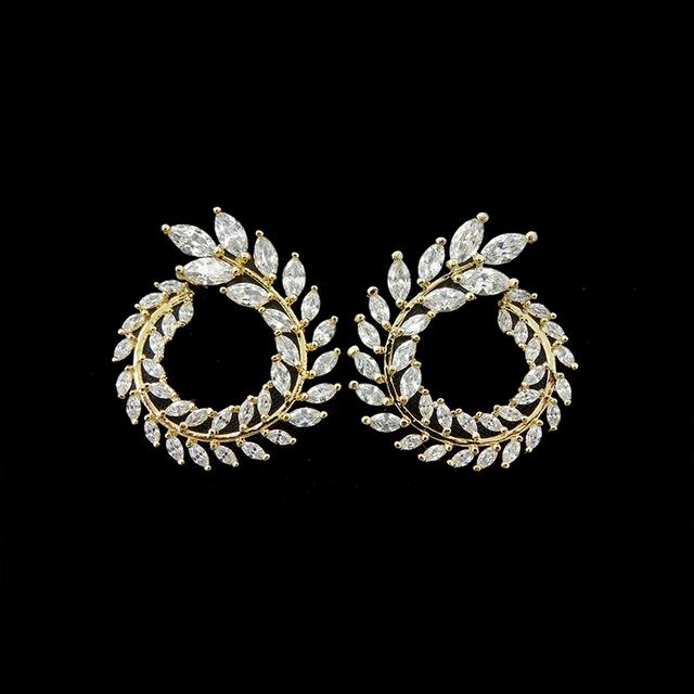 Nova Chegada Famosa Marca de Jóias Amarelo Banhado A Ouro Olive Leaf Design de Luxo Cúbicos de Zircônia Brincos Do Parafuso Prisioneiro Para As Mulheres