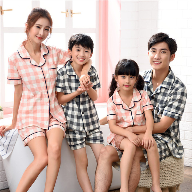 2018 summer Family Matching pajamas sets plaid mommy and me mother father  son shirt+shorts pants mother and daughter clothes 876166165