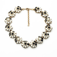 Elegant Black and white Simulated Gemstone Flower Choker Statement Necklaces Pendants with Gold Color Chain Costume Jewelry